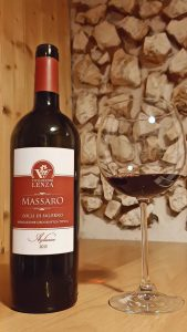 bottiglia di vino rosso Massaro le feste