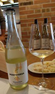 bottiglia di vino bianco frizzantino