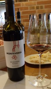bottiglia di vino rosso Monteversa
