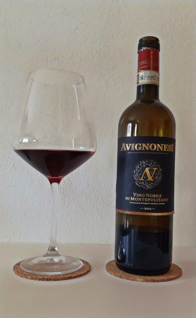 bottiglia di vino rosso Avignonesi